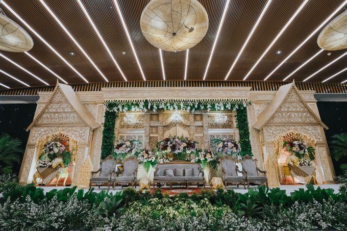 Compilation of Traditional Wedding Stage Decor 10F by  Menara Mandiri by IKK Wedding (ex. Plaza Bapindo) - 002