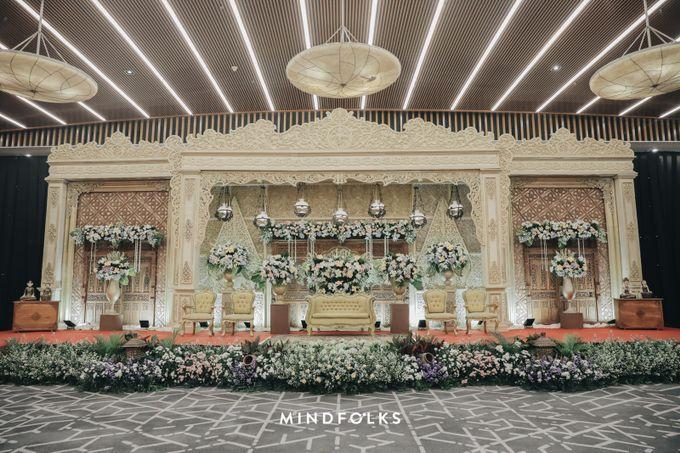 Compilation of Traditional Wedding Stage Decor 10F by  Menara Mandiri by IKK Wedding (ex. Plaza Bapindo) - 004