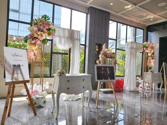 Sky Ball Room Wedding Kevin Yunita By Mercure Jakarta Sabang Bridestory Com