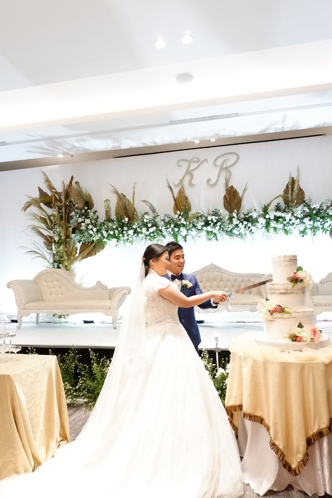 SKY BALL ROOM WEDDING KURNIAWAN & RIRIN by Mercure Jakarta Sabang - 014