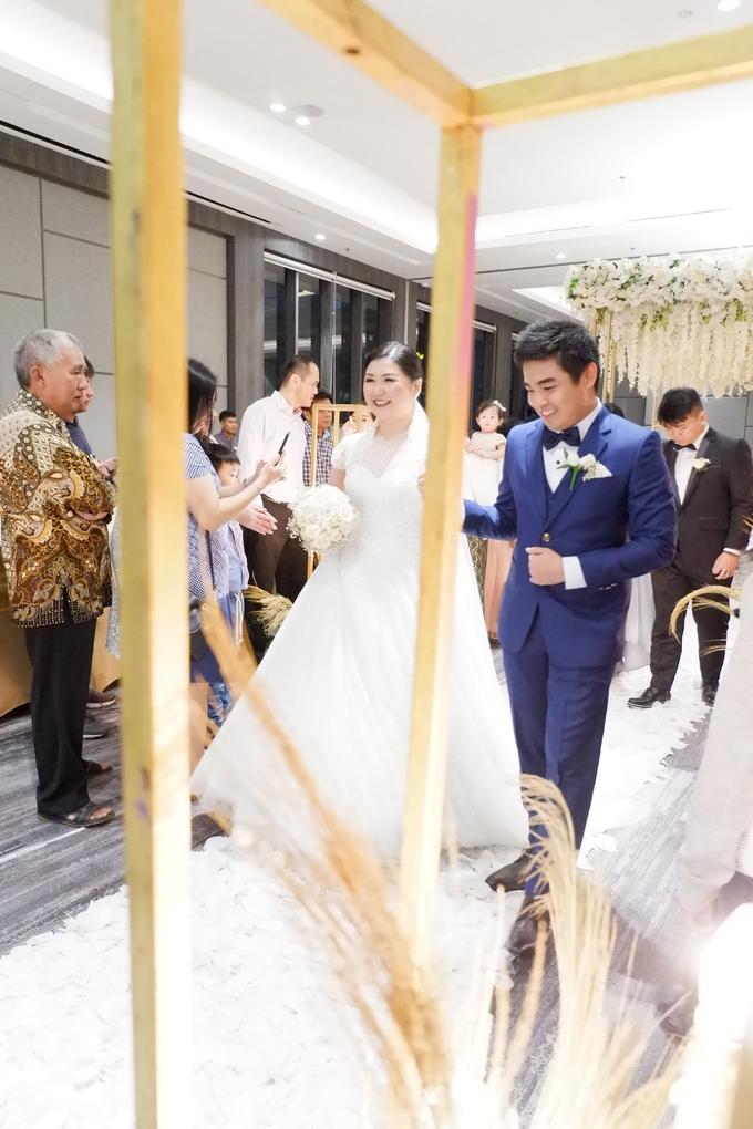 SKY BALL ROOM WEDDING KURNIAWAN & RIRIN by Mercure Jakarta Sabang - 016