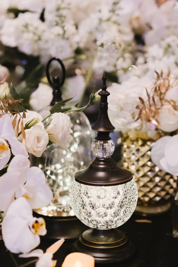 White Elegance by Fleurs At Marrakesh - 003