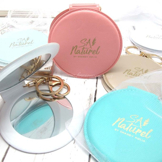 Exclusive Folded Mirror With Keychain by Fine Souvenir - 009