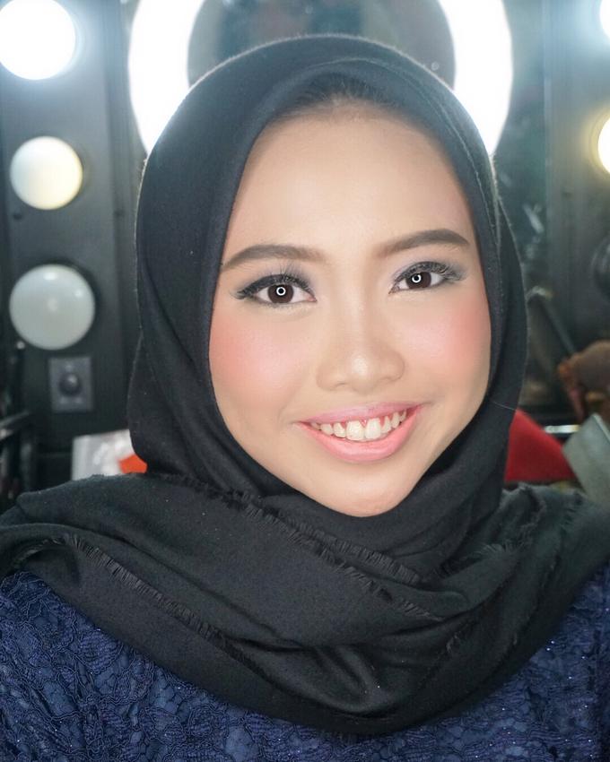 Soft Akad&Resepsi Makeup for Ms. Najla Laila by MRS Makeup & Bridal - 001