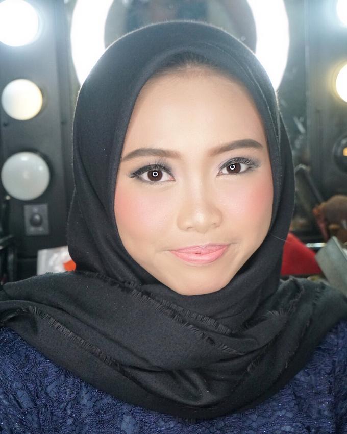 Soft Akad&Resepsi Makeup for Ms. Najla Laila by MRS Makeup & Bridal - 004