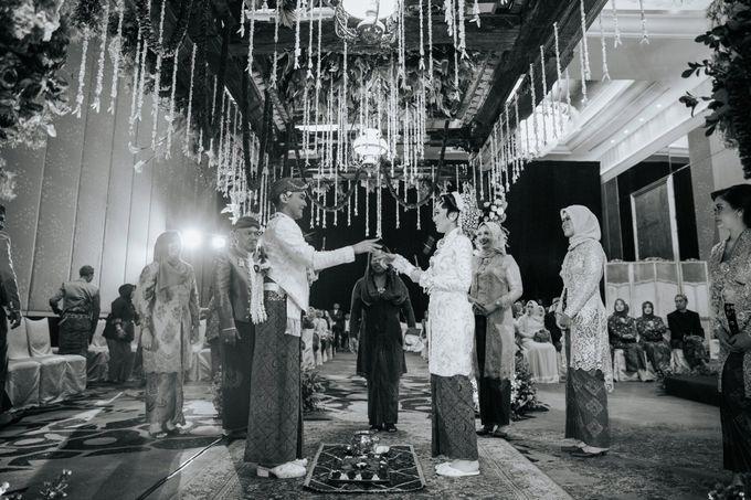 The Java Wedding of Hibiya & Bayu by ThePhotoCap.Inc - 035