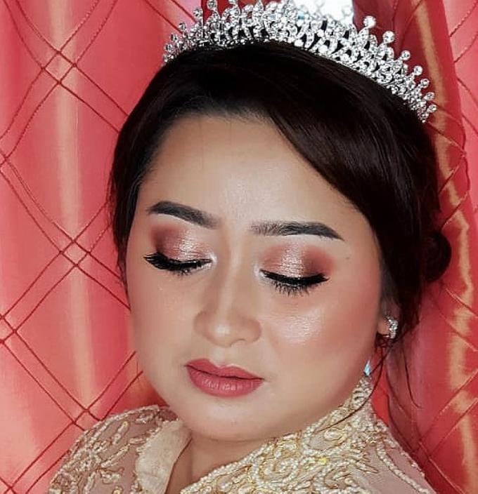 Wedding Make Up by Make Up by Mutiara Fallahdani - 005