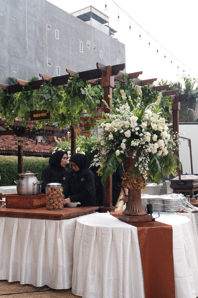 Pasar Rakyat Wedding Themed of Aviana & Sugi by Mutiara Garuda Catering - 021