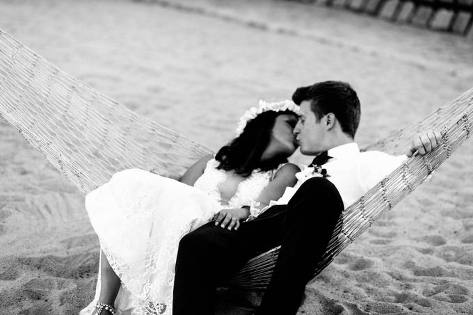 Beach Wedding of Max & Veronika by Gyver Chang Photography - 006