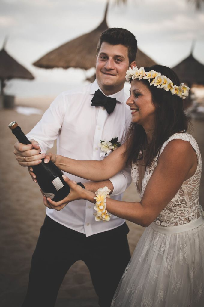 Beach Wedding of Max & Veronika by Gyver Chang Photography - 005