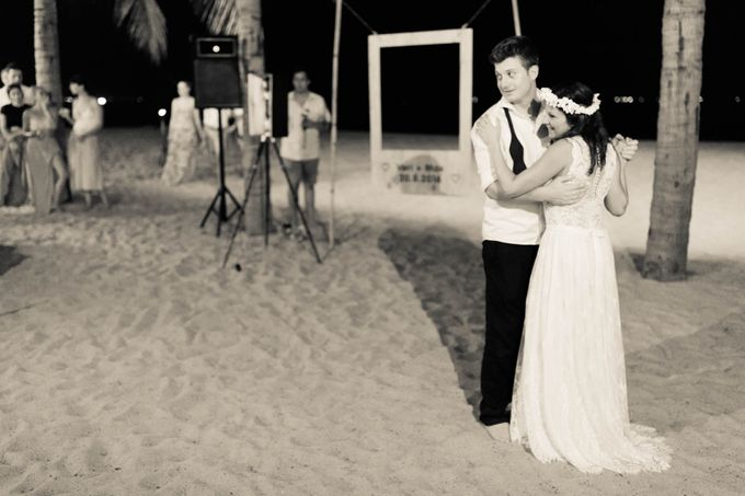Beach Wedding of Max & Veronika by Gyver Chang Photography - 013