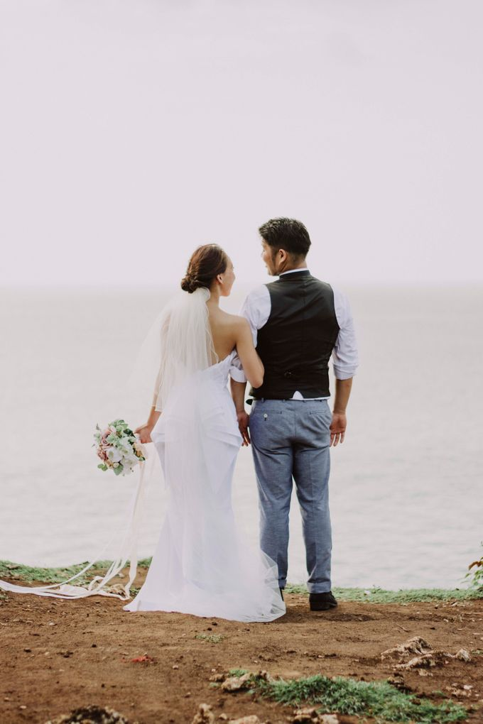 Hiro & Ai Pre-Wedding Session In Tegal Wangi Beach by Satrya Photography - 008