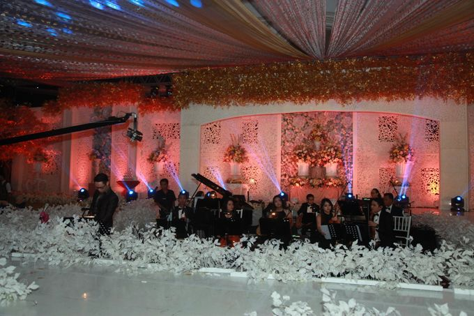 Autumn Theme Wedding Boy & Elisia at Empire 10th Floor  Surabaya by Diorama Tailor - 009