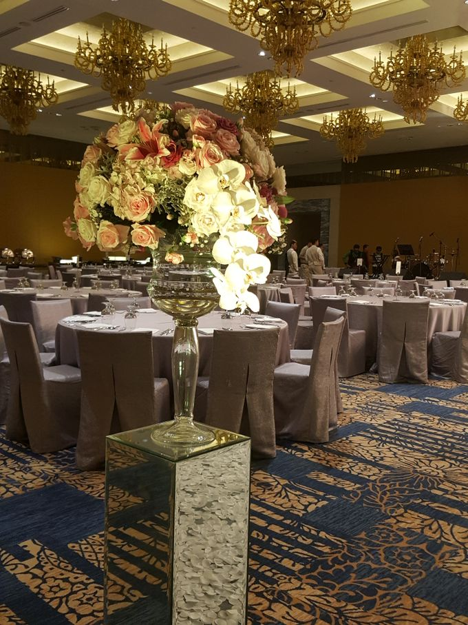 Sparkling in Gold by d'Oasis Florist & Decoration - 008