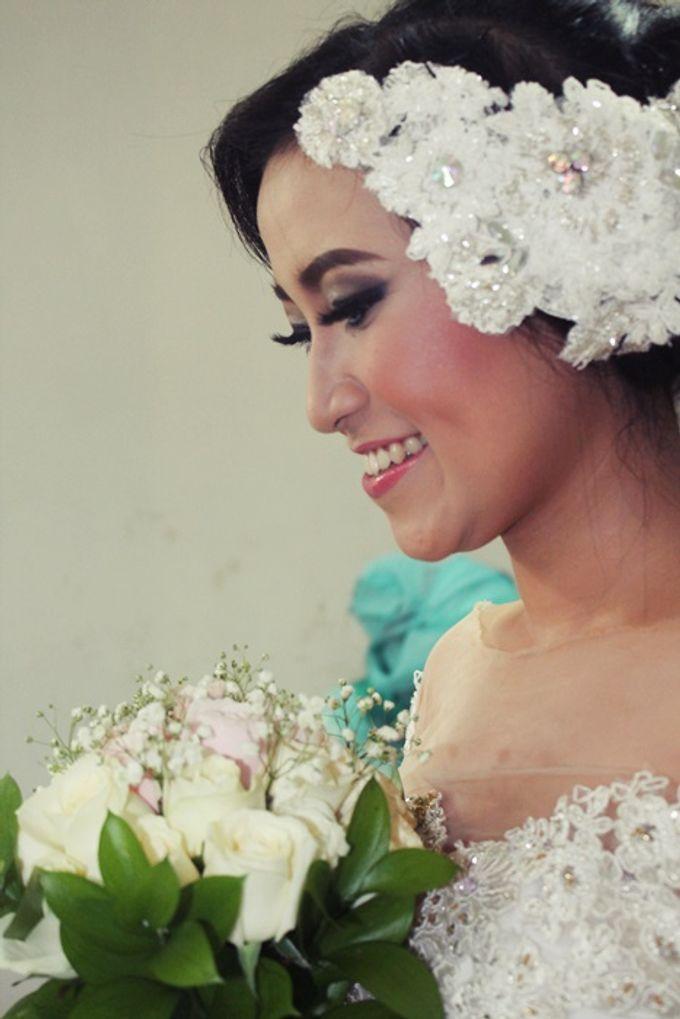 Wedding Hand Bouquet by Colours Florist - 001