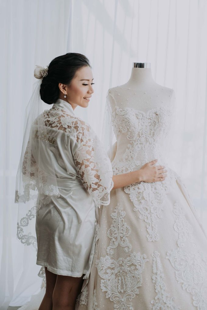 Santika Hayam Wuruk - Karina Morning Preparation by Impressions Wedding Organizer - 005