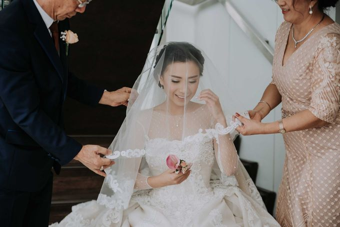 Santika Hayam Wuruk - Karina Morning Preparation by Impressions Wedding Organizer - 012