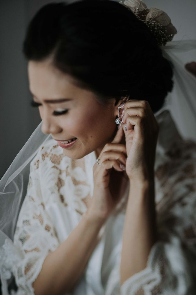 Santika Hayam Wuruk - Karina Morning Preparation by Impressions Wedding Organizer - 007