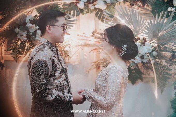 The Engagement of Andari & Fatahillah by alienco photography - 035