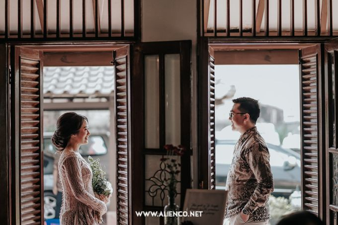 The Engagement of Andari & Fatahillah by alienco photography - 037