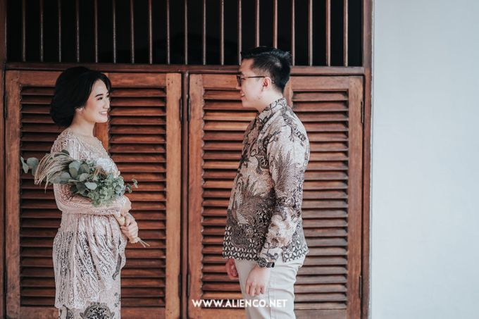 The Engagement of Andari & Fatahillah by alienco photography - 041