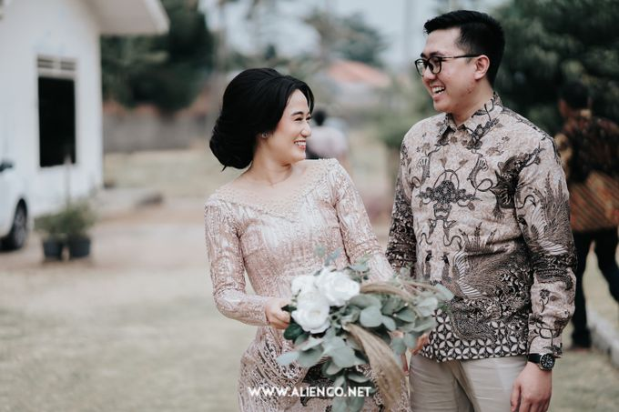 The Engagement of Andari & Fatahillah by alienco photography - 048