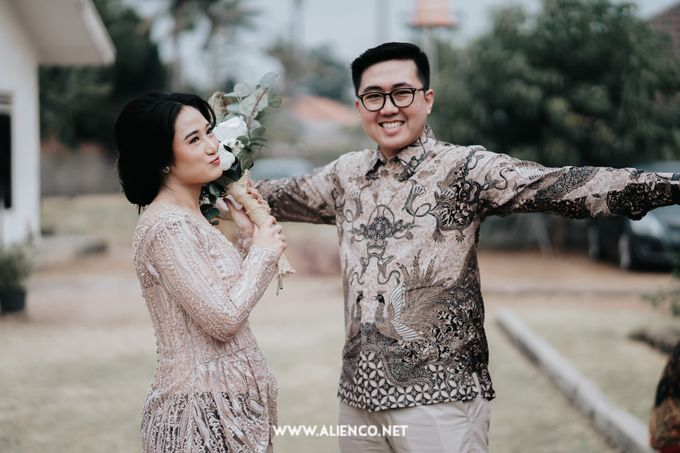 The Engagement of Andari & Fatahillah by alienco photography - 049