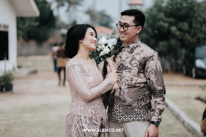 The Engagement of Andari & Fatahillah by alienco photography - 050