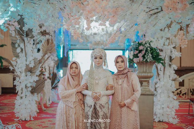 PURI ARDHYA GARINI WEDDING OF ALDY & PUTRI by alienco photography - 049