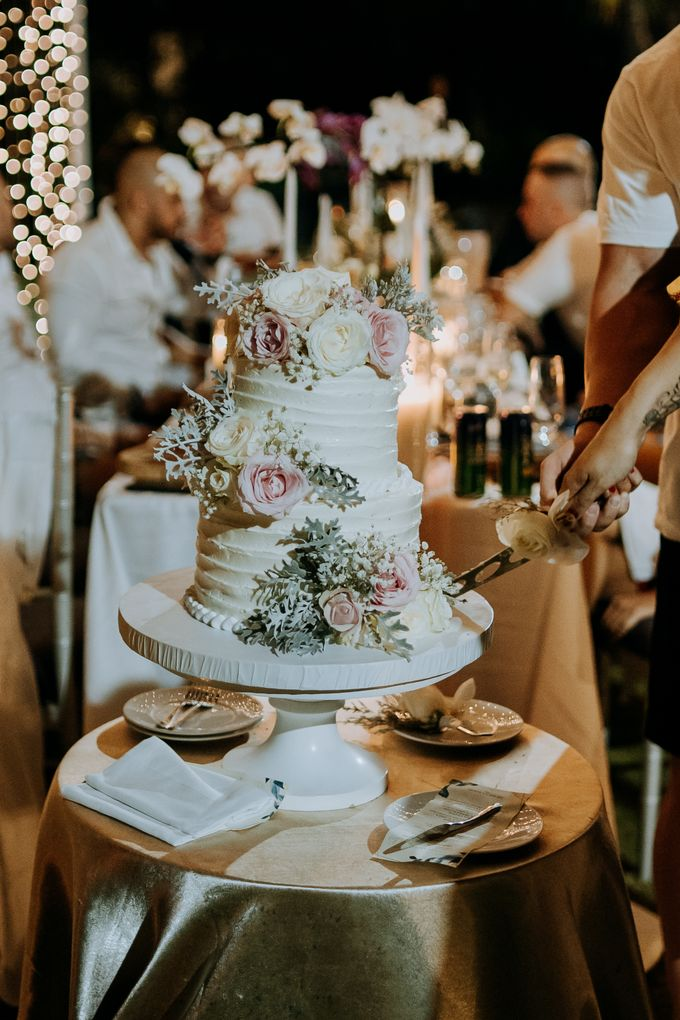 The Wedding Cake Of Nicko & Tsvety by LUMIERE PHOTOGRAPHY - 010