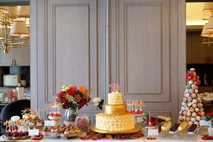 Dessert Table - Red & Gold by Nomz Catering - 003