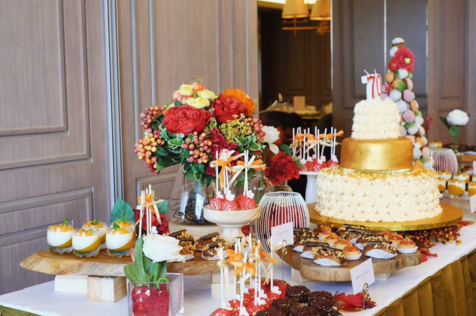 Dessert Table - Red & Gold by Nomz Catering - 001
