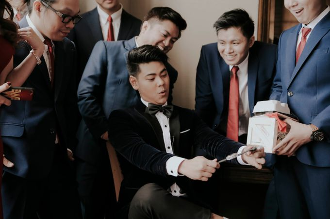 A fun wedding with a young couple based in singapore. by Thinking Chair Studios - 043