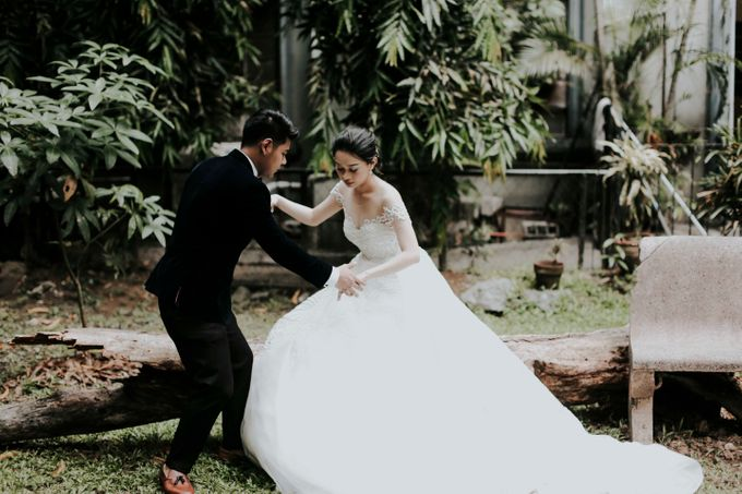 A fun wedding with a young couple based in singapore. by Thinking Chair Studios - 010
