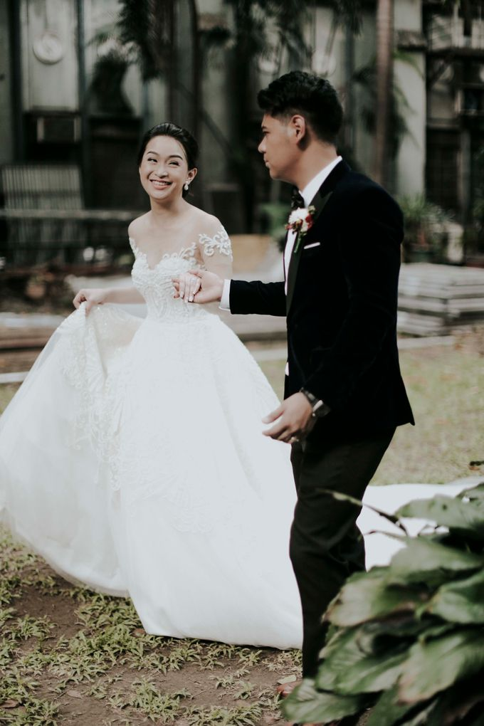 A fun wedding with a young couple based in singapore. by Thinking Chair Studios - 038