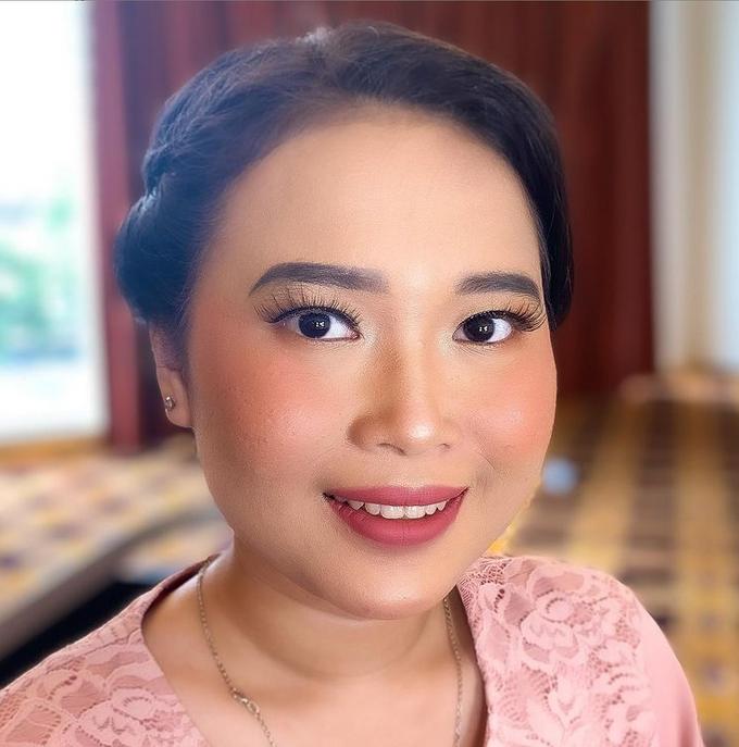 Bridesmaid Make Up by Make Up by Mutiara Fallahdani - 013