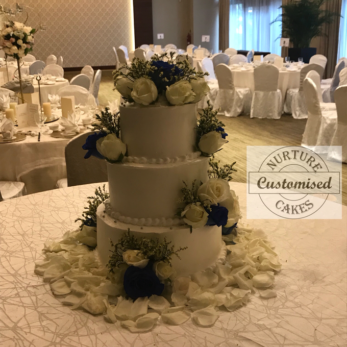 Fresh flower wedding cake  by Nurture Cakes -Gourmet Cakes with Egg and Eggless - 001