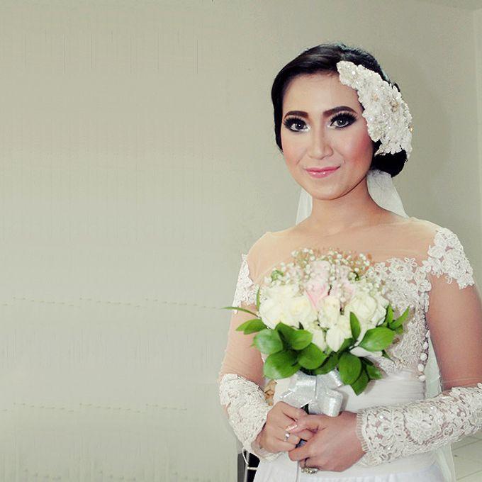Wedding Hand Bouquet by Colours Florist - 004