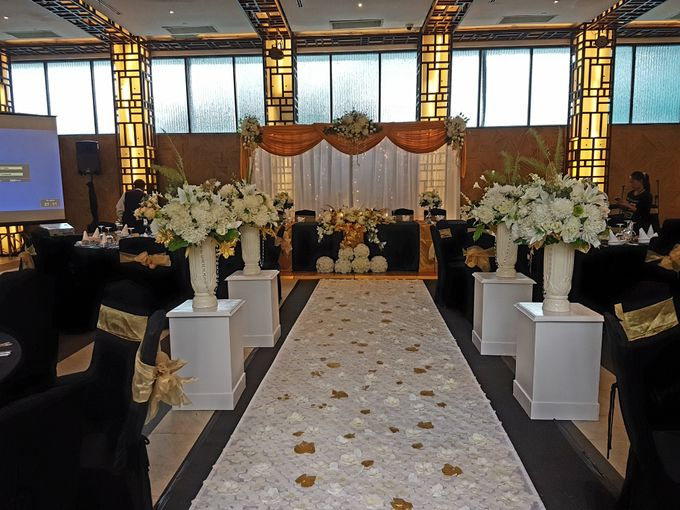 Dr Mayo and Viola Wedding at Satoo Shangrila Jakarta by Maxwell Flowers - 011