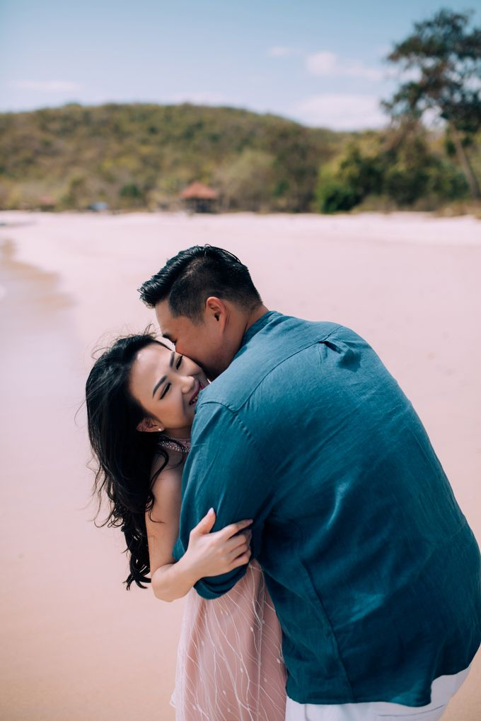 Destination Prewedding Lombok with Diverse Magnificent Landscapes by fire, wood & earth - 039