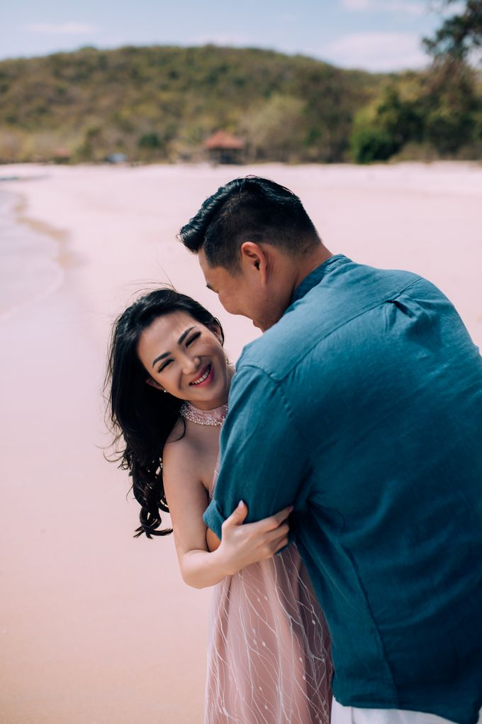 Destination Prewedding Lombok with Diverse Magnificent Landscapes by fire, wood & earth - 040