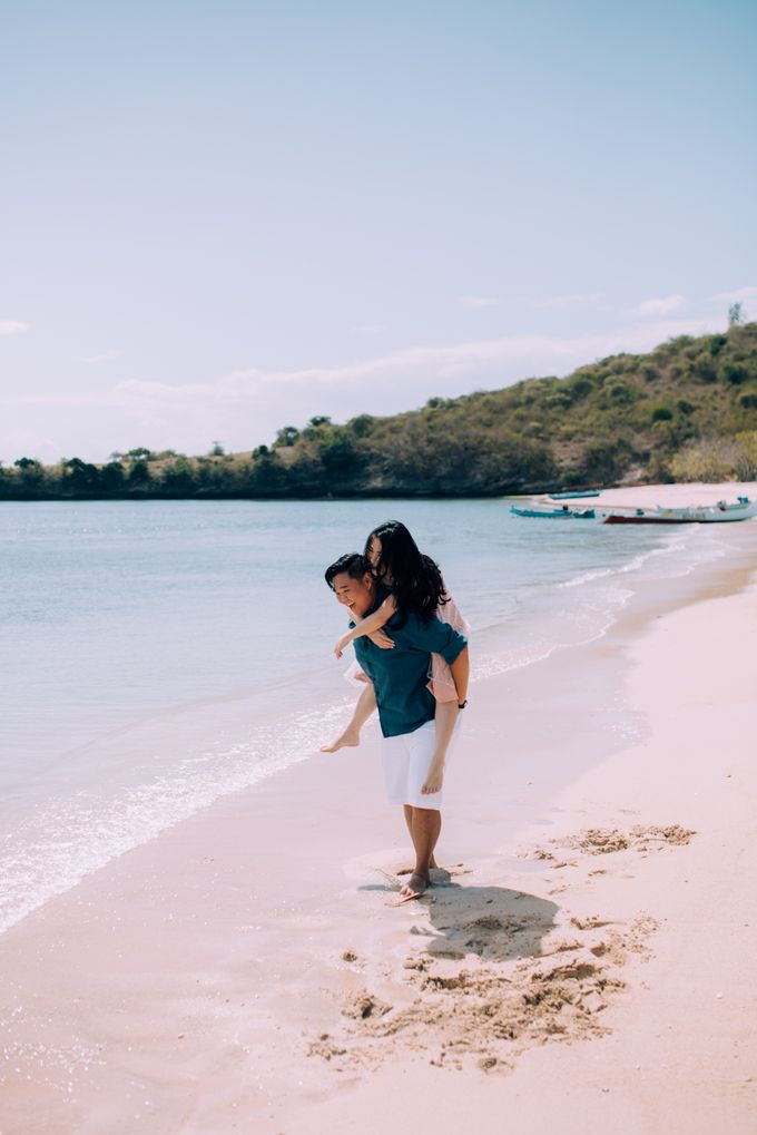 Destination Prewedding Lombok with Diverse Magnificent Landscapes by fire, wood & earth - 041