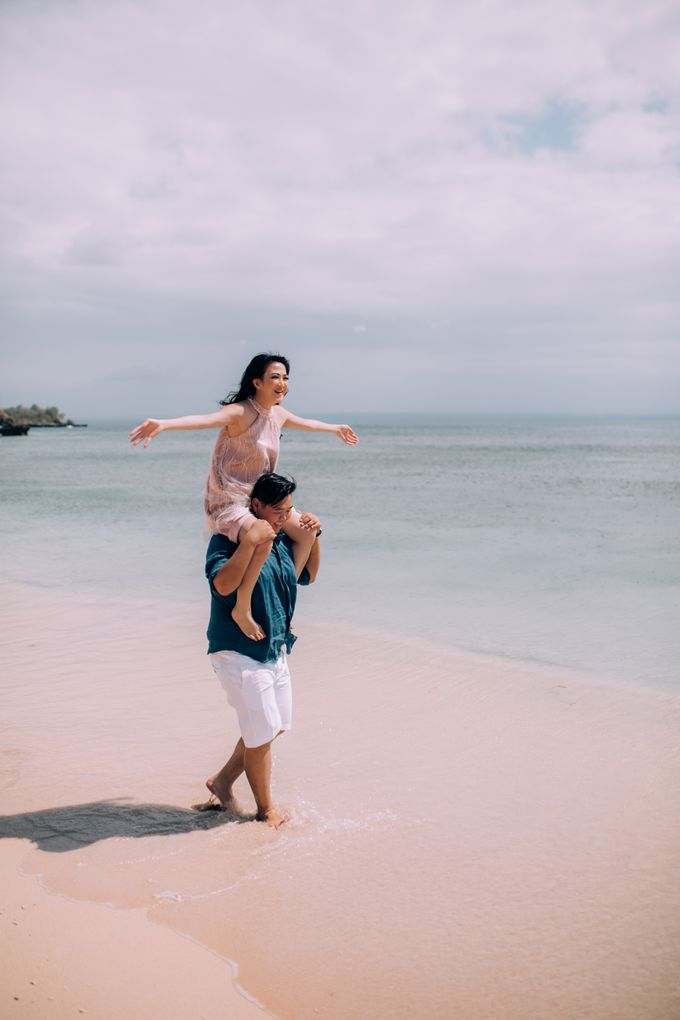 Destination Prewedding Lombok with Diverse Magnificent Landscapes by fire, wood & earth - 042