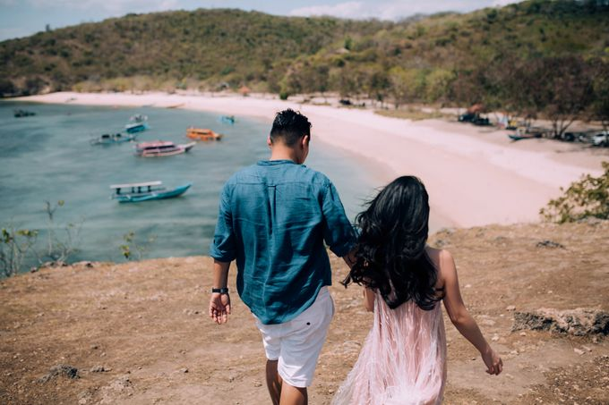 Destination Prewedding Lombok with Diverse Magnificent Landscapes by fire, wood & earth - 047