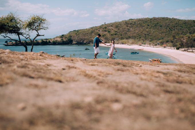 Destination Prewedding Lombok with Diverse Magnificent Landscapes by fire, wood & earth - 049