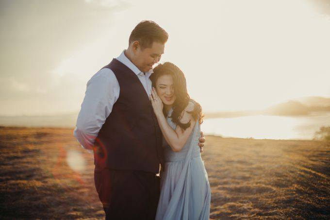 Destination Prewedding Lombok with Diverse Magnificent Landscapes by fire, wood & earth - 005