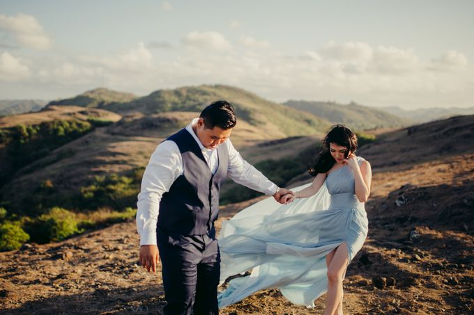 Destination Prewedding Lombok with Diverse Magnificent Landscapes by fire, wood & earth - 006