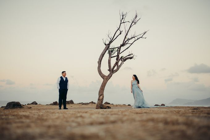 Destination Prewedding Lombok with Diverse Magnificent Landscapes by fire, wood & earth - 001