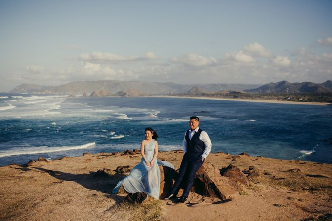Destination Prewedding Lombok with Diverse Magnificent Landscapes by fire, wood & earth - 008