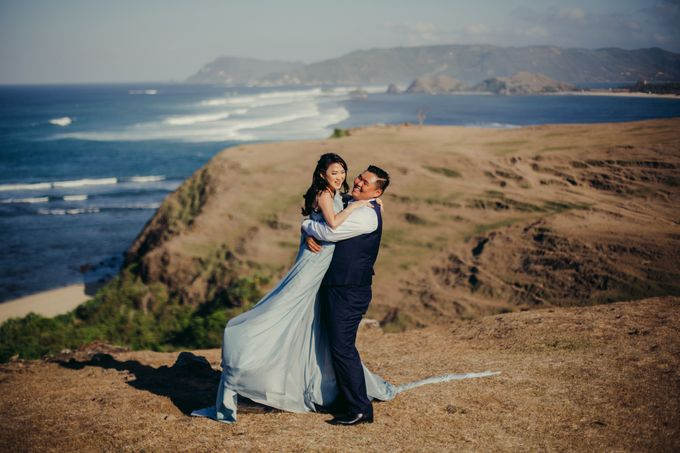 Destination Prewedding Lombok with Diverse Magnificent Landscapes by fire, wood & earth - 010